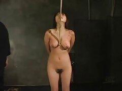 امرأة سمراء في جوارب فيلم سكسي اجنبي جميلة تدلل الرجل اللسان